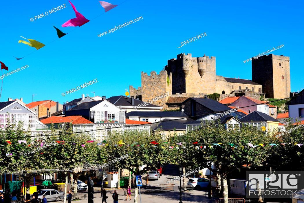Stock Photo: View of the castle in Castro Caldelas, Orense, Spain.