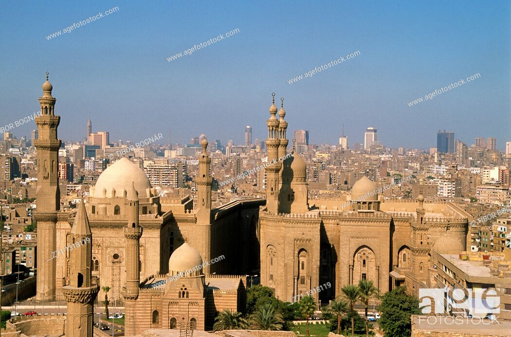 Stock Photo: Egypt, Cairo, Mosques of Sultan Hassan and ar-Rifai, skyline,.