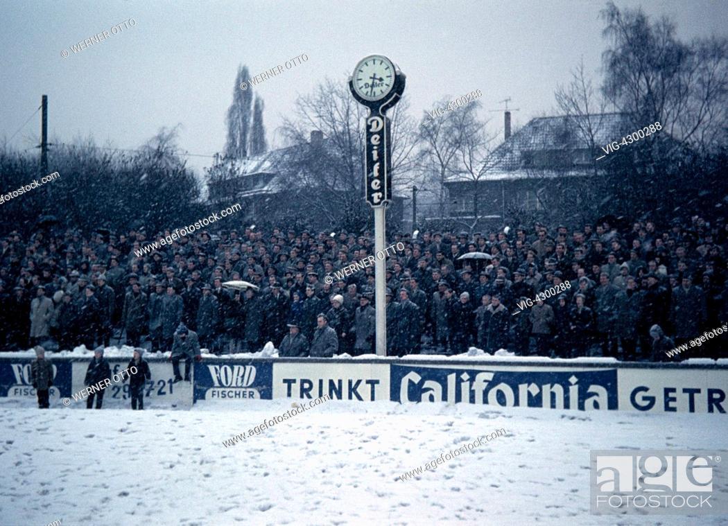 Stock Photo   Football, Oberliga West, 1962/1963, Stadium Uhlenkrug, ETB Schwarz  Weiss Essen Versus Rot Weiss Oberhausen 1:1, Visitors, Fans, Bad Weather ...