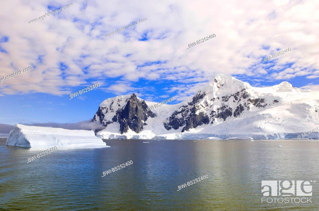 Imagen: view at the Neko Harbor inlet on the Antarctic Peninsula on Andvord Bay on the west coast of Graham Land, Antarctica, Graham Land, Andvord Bay.