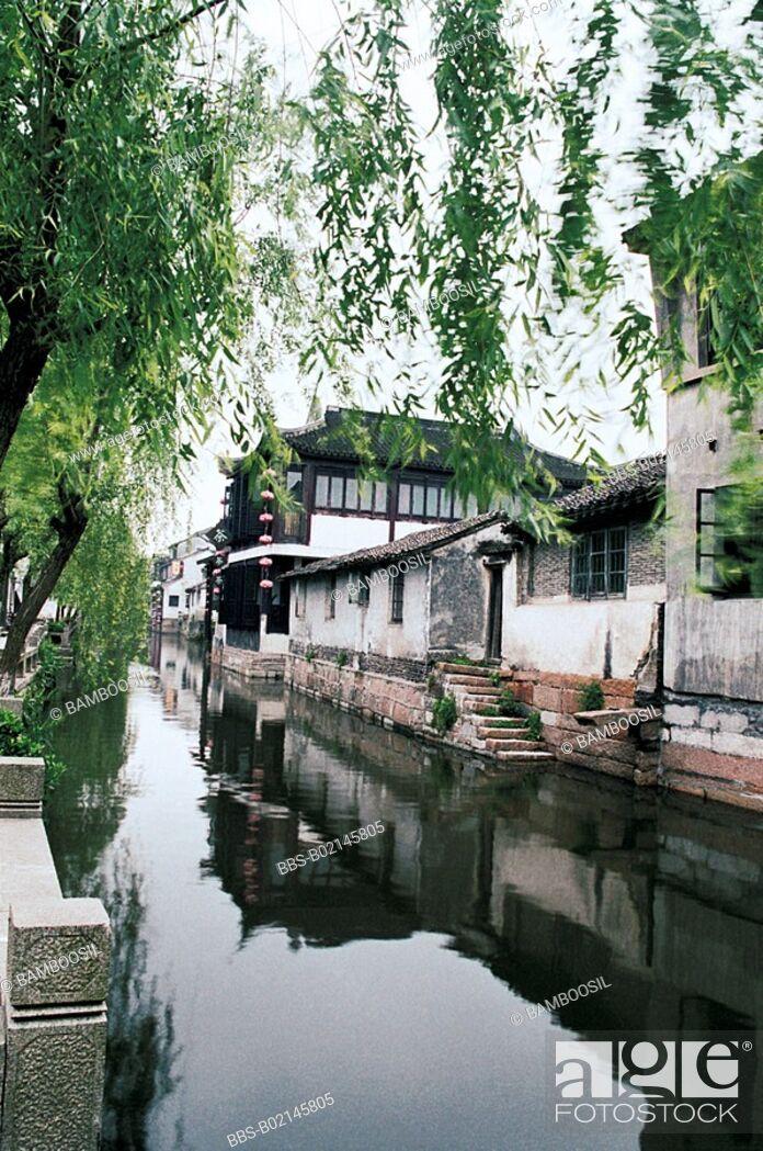 Imagen: House by river, Scenery of Xitang Town, Jiaxing City, Zhejiang Province, People's Republic of China.