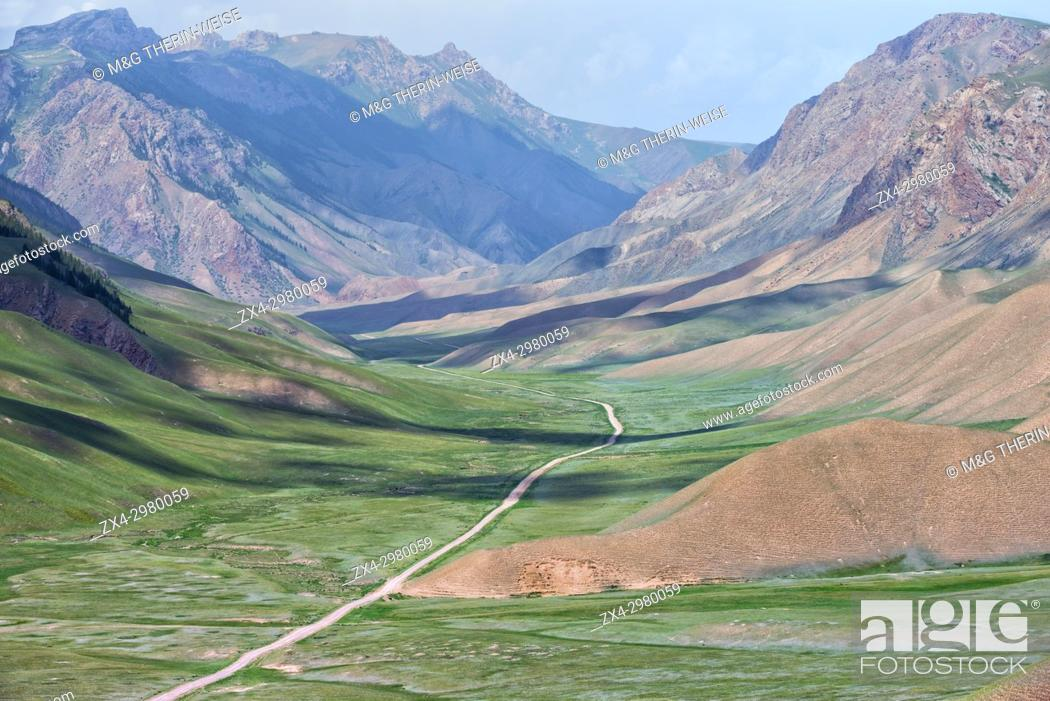 Imagen: Road to Song Kol Lake, Parrot pass, Naryn province, Kyrgyzstan, Central Asia.