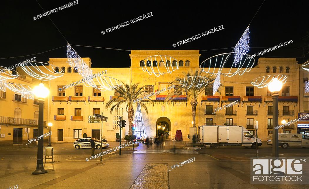 Photo de stock: Town Hall Square of the city of Elche, with Christmas decoration.