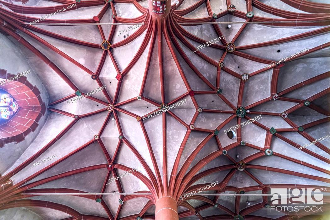 Stock Photo: Sterngewölbe im Innenraum der katholischen Pfarrkirche St. Martin im Ortsteil Ediger, Ediger-Eller, Rheinland-Pfalz, Deutschland | Star vaulted ceiling.