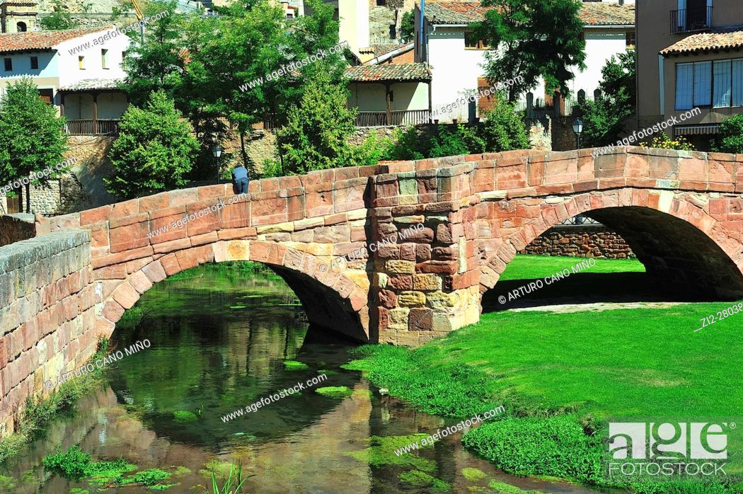 Imagen: The Old Bridge, romanesque, XIIIth century, over the river Gallo. Molina de Aragón, Guadalajara province, Spain.