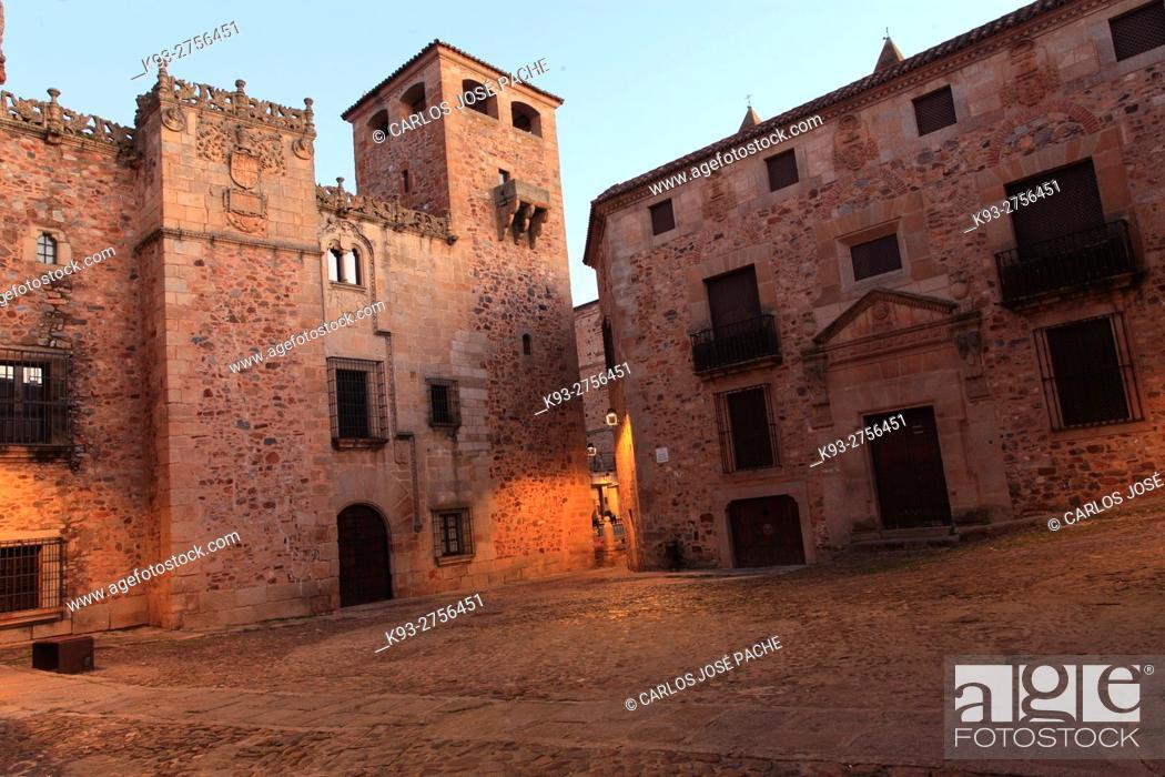 Photo de stock: Plaza de los golfines y palacio de los golfines de abajo, Pconjunto historico de caceres.