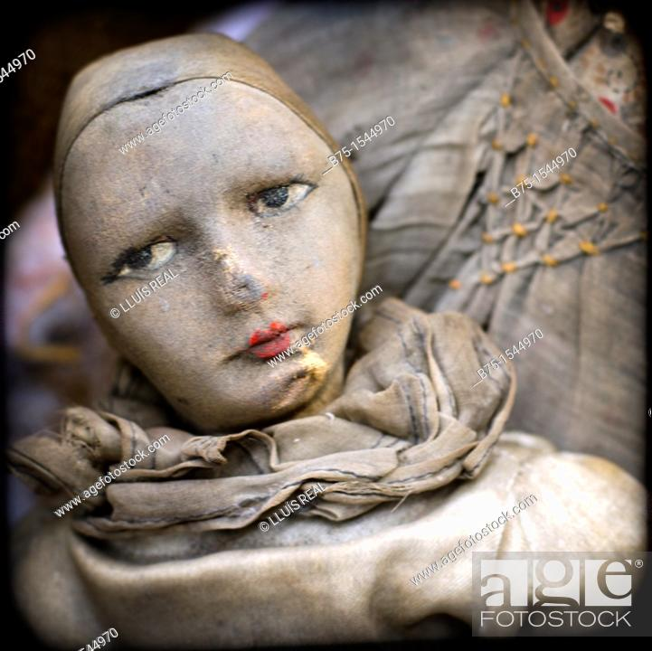 Stock Photo: thursday in the old Pierrot Antique Market, Old Spitalfields Market, London, UK.