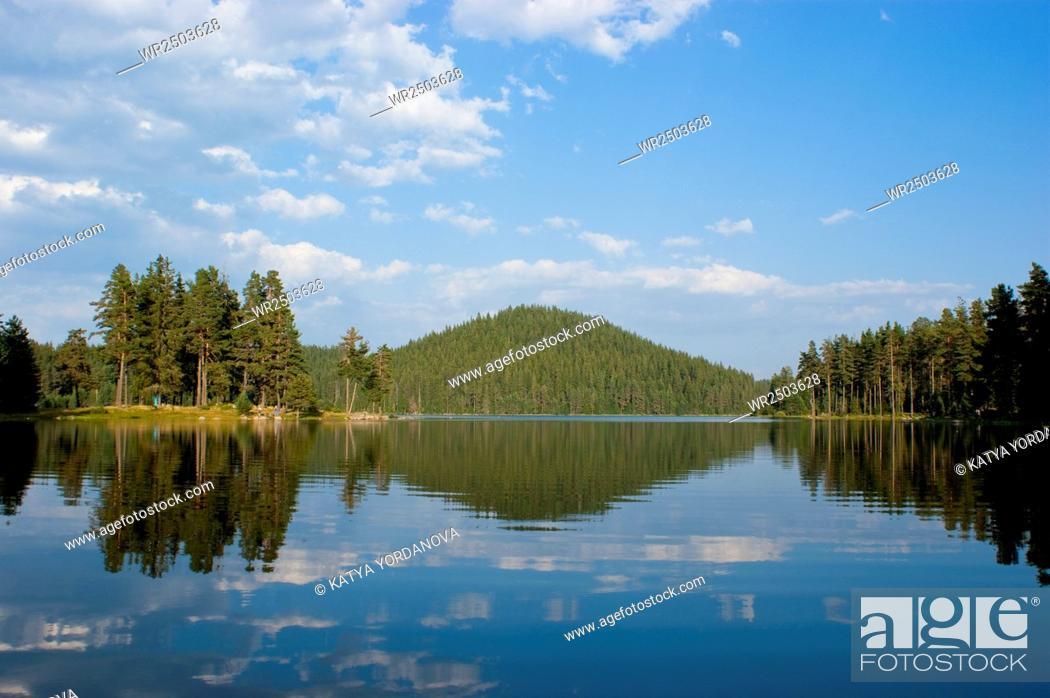 Imagen: Dospat dam, the Rhodope Mountains, Bulgaria.