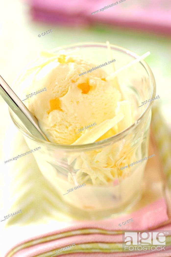 Stock Photo: white chocolate and ginger ice cream.