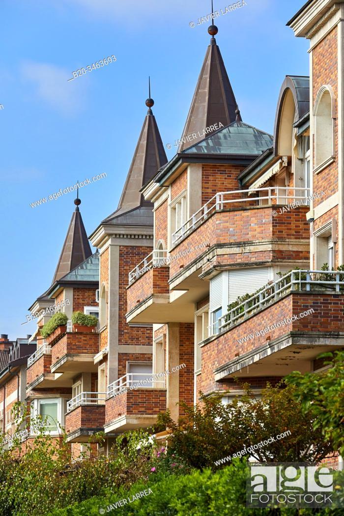 Imagen: Apartment building, Wiesbaden Street, Antiguo, Donostia, San Sebastian, Gipuzkoa, Basque Country, Spain, Europe.