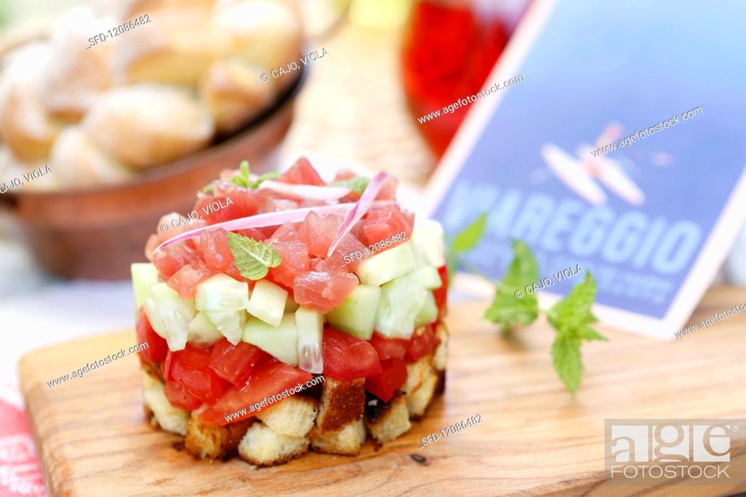 Stock Photo: Tuna tartare with cucumber, tomato, croutons, red onion and fresh mint (Tuscany, Italy).