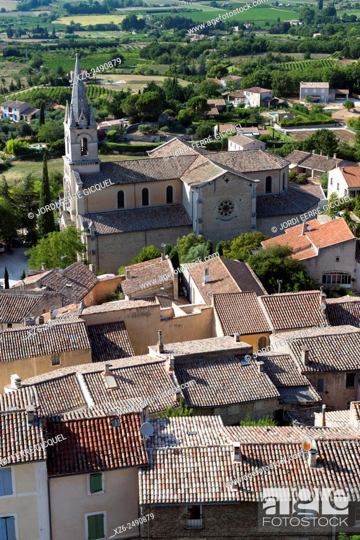 Stock Photo: The town and the New Church, Bonnieux, Vaucluse, 84, Provence-Alpes-Côte d'Azur, France, Europe.