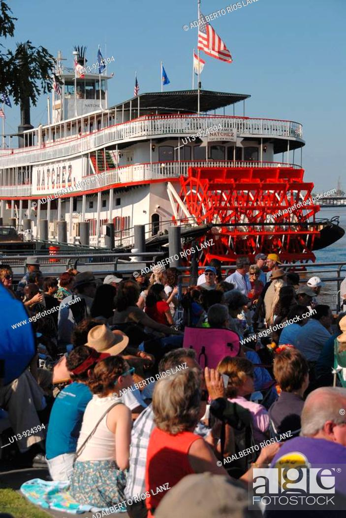 Stock Photo: Crowd observing the Natchez Steamboat on the Mississippi riverside, New Orleans, Louisiana, USA.