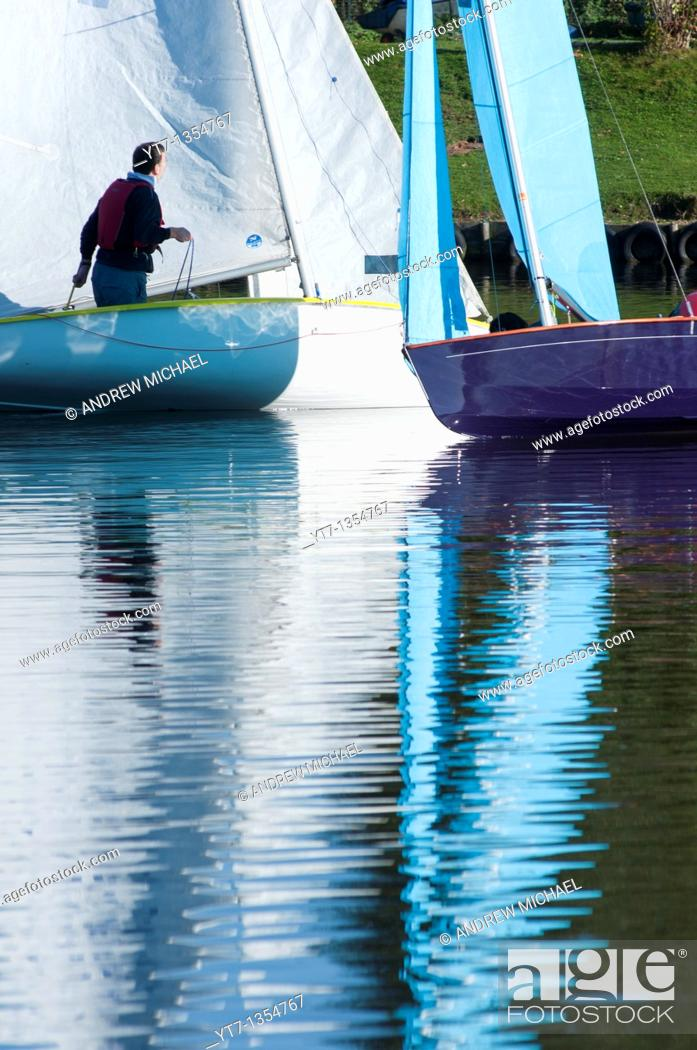 Stock Photo: Small sailing boats on the Arrow valley lake country park, Redditch, Worcestershire, West Midlands, England, UK.