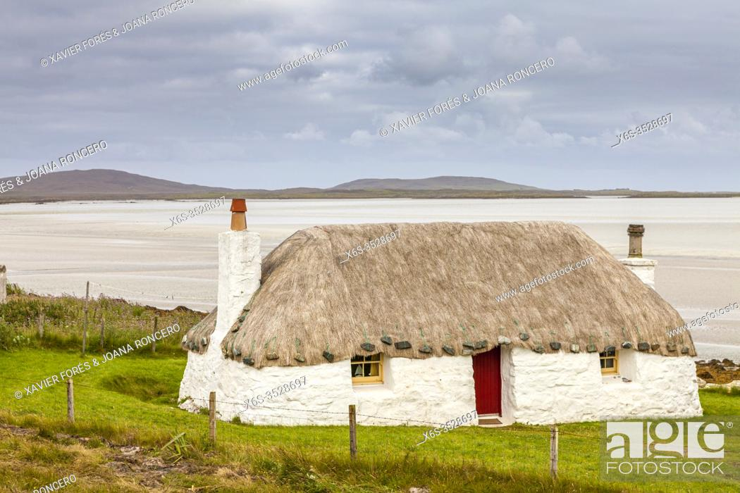 Imagen: Traditional house in North Uist, Western Isles or Outer Hebrides -Na h-Eileanan an lar-, Scotland.