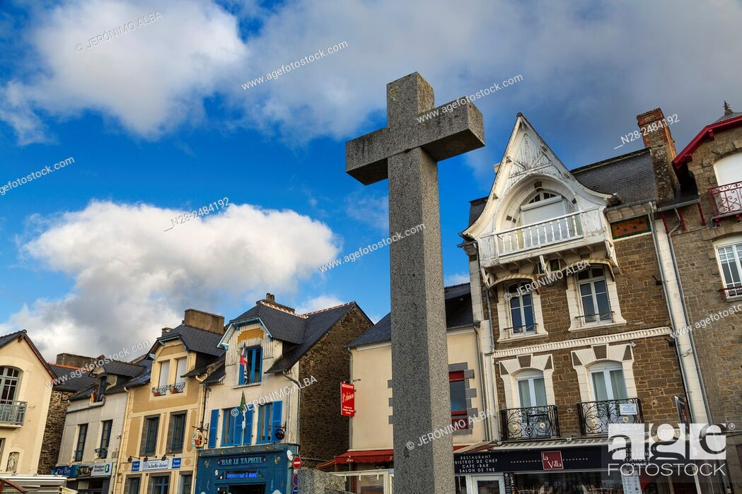 Imagen: Oysters port, Cancale, French Brittany, France, Europe.