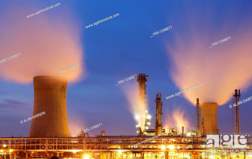 Stock Photo: cooling towers, Billingham, Cleveland, England, UK.