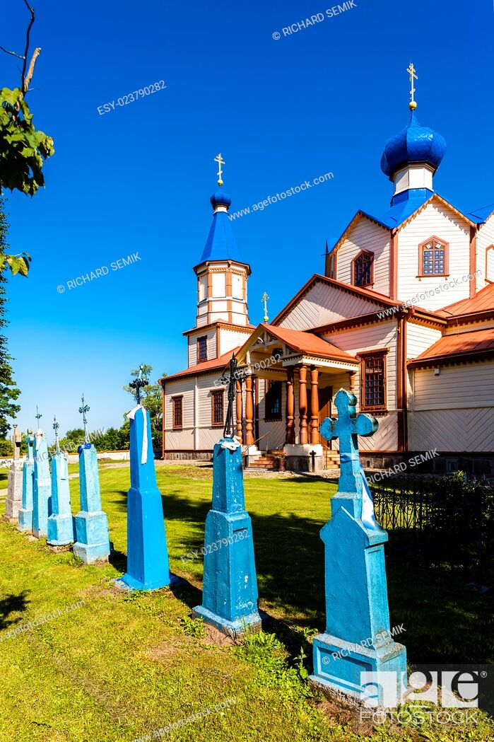 Imagen: wooden Orthodox church of Saint James, Losinka, Podlaskie Voivodeship, Poland.