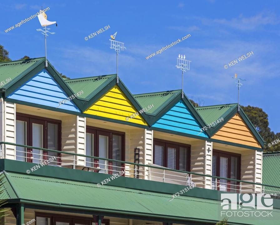 Imagen: Lorne, Victoria, Australia. Colourful fronts of apartments.