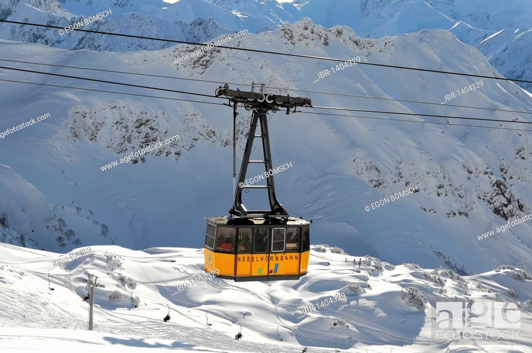 Imagen: Cabin of the Nebelhorn Cable Car, 828m - 2224m, Oberstdorf, Allgaeu, Bavaria, Germany, Europe.