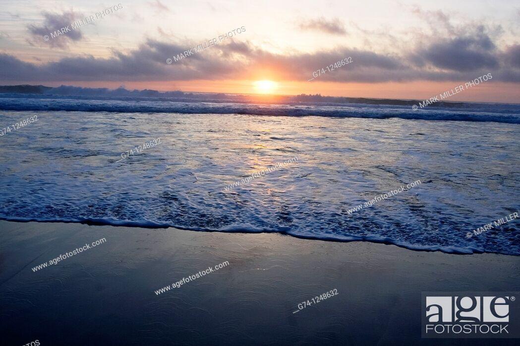 Stock Photo: Sunset on the Pacific Ocean seashore of California, USA.
