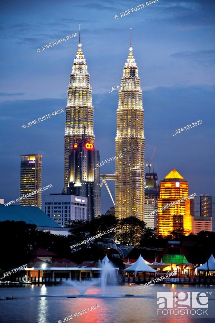 Stock Photo: Malaysia, Kuala Lumpur City, Petronas Towers.