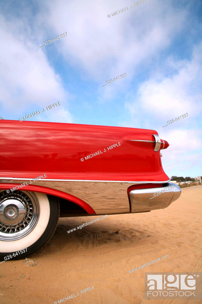 Stock Photo: USA, California, San Diego, Classic car on the bluffs at La Jolla.