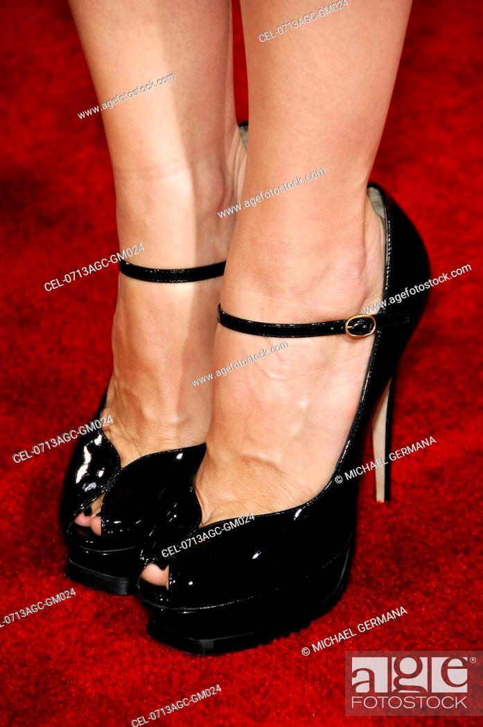 mann in high heels