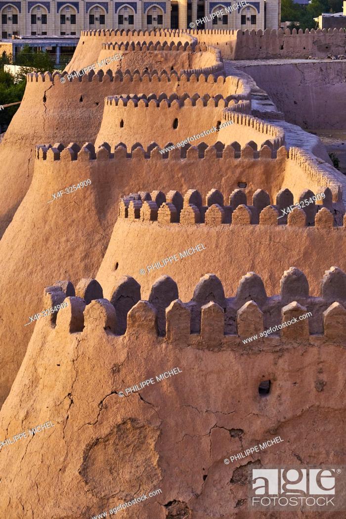 Stock Photo: Ouzbekistan, Khiva, patrimoine mondial de l'UNESCO, mur d'enceinte de la ville / Uzbekistan, Khiva, Unesco World Heritage, wall of the city.