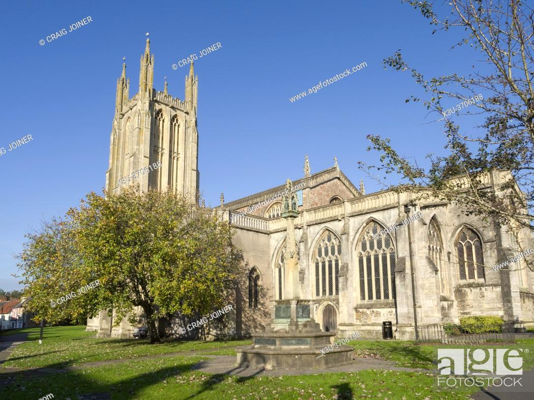 Stock Photo: St Cuthbertâ. . s Parish church in the city of Wells, Somerset, England.