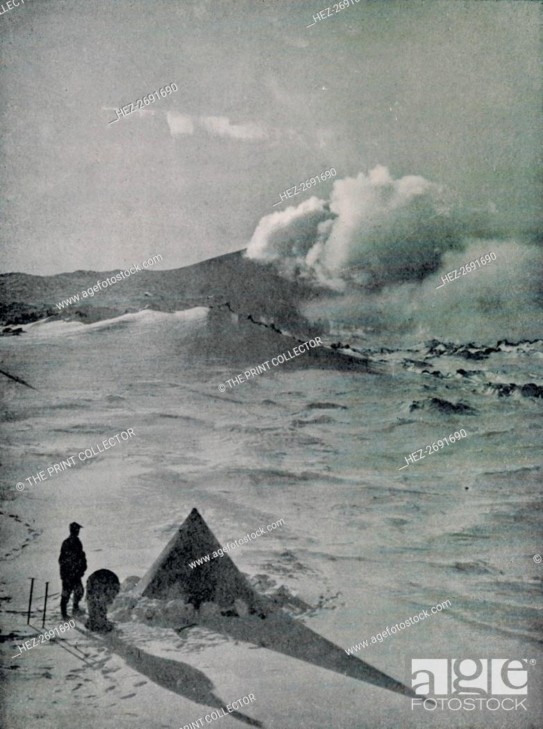 Imagen: 'Highest Camp in Antarctica - Active Crater', c1912, (1913). Artist: Raymond E Priestley.
