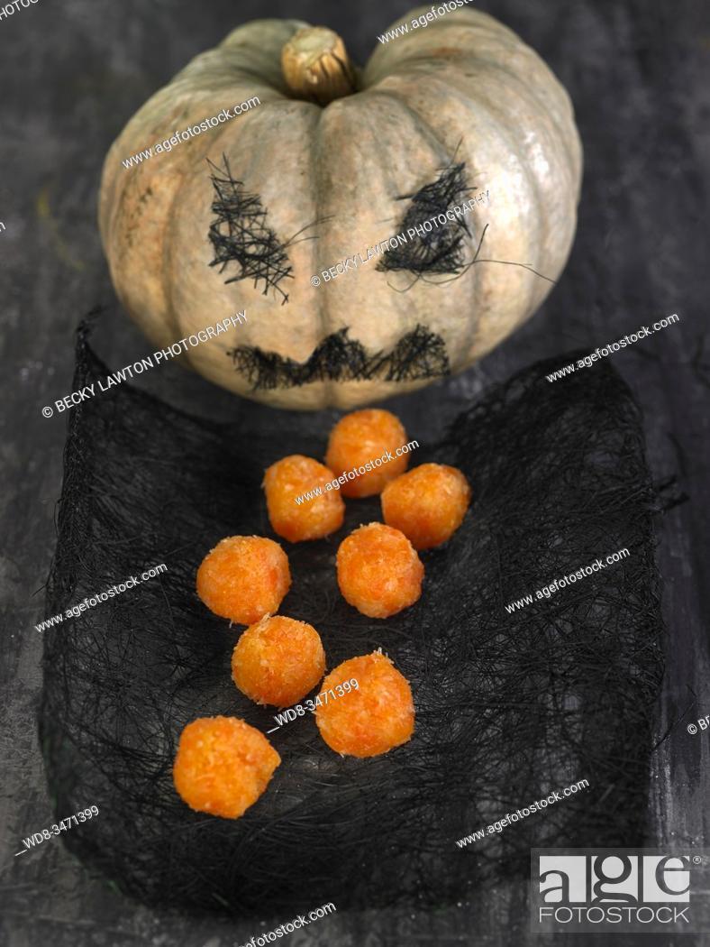 Photo de stock: panellets de calabaza-1 / pumpkin panellets-1.