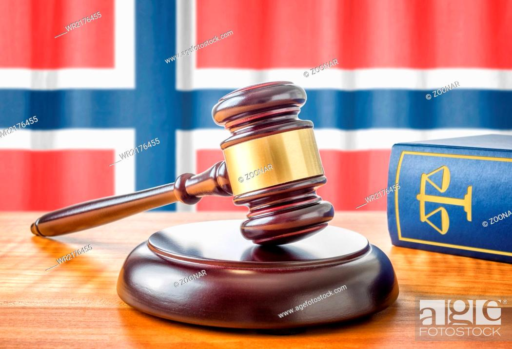 Imagen: A gavel and a law book - Norway.