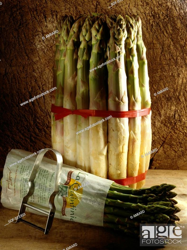 Stock Photo: bunches of white and green asparagus.