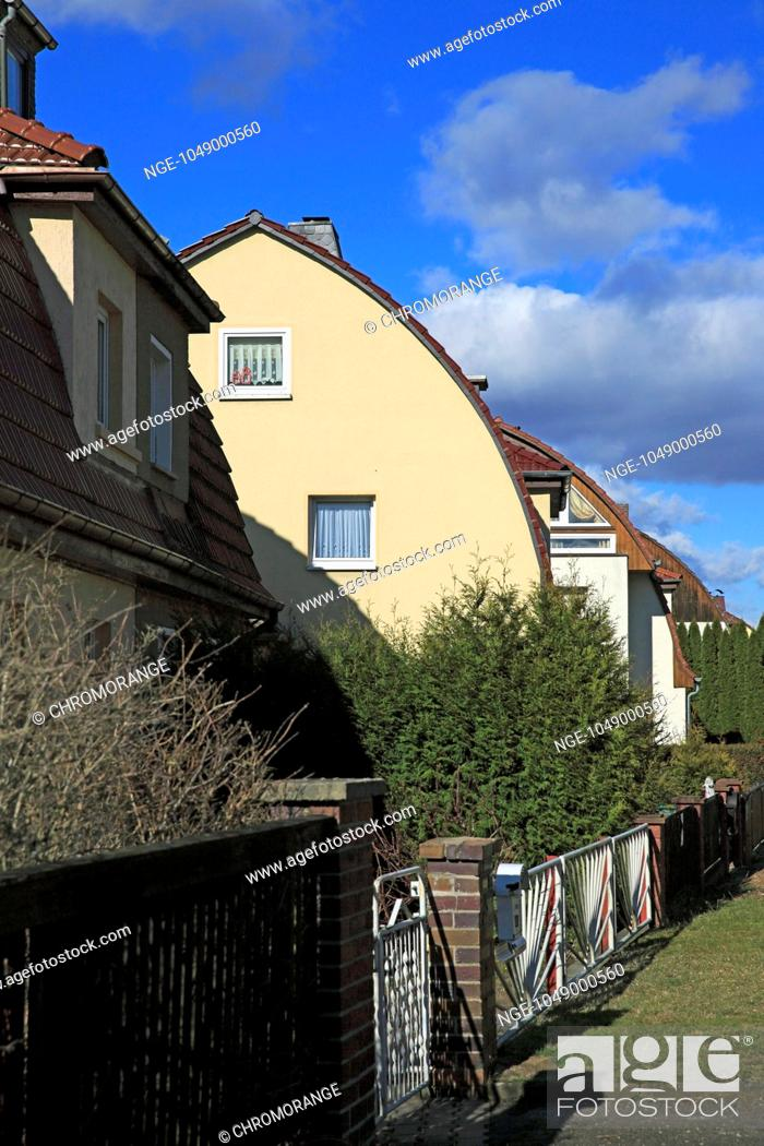 Imagen: distinctive domed roof with terraced houses, Thuringia.