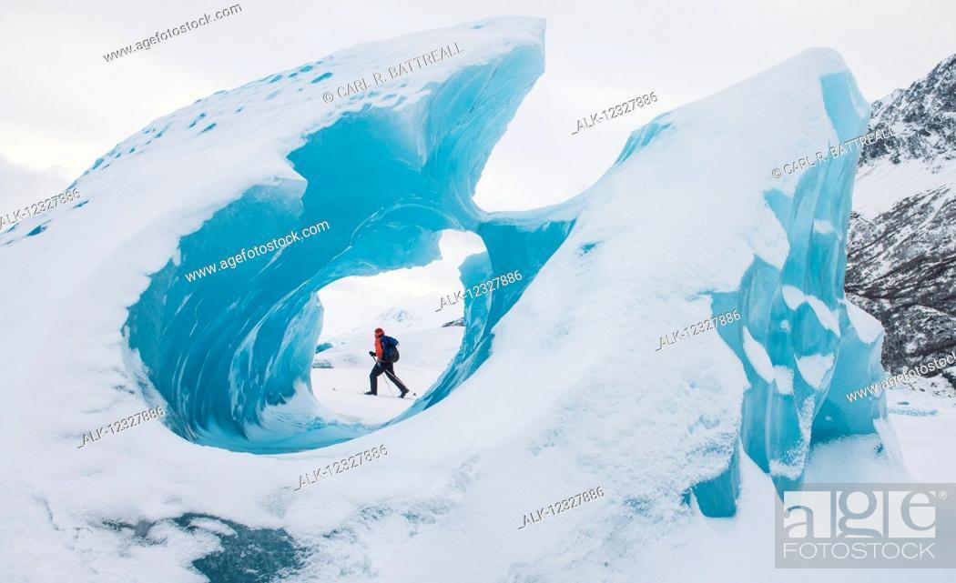 Imagen: Man Skiing Near Frozen Icebergs In Winter, Knik Glacier, Southcentral Alaska, USA.