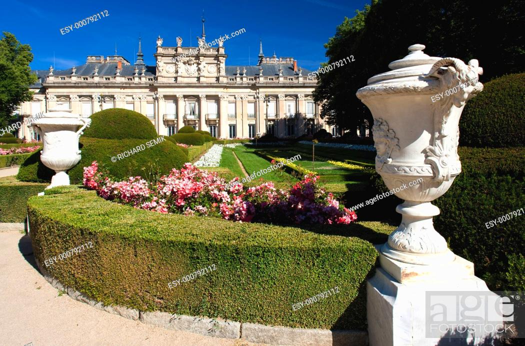 Stock Photo: La Granja de San Ildefonso with garden, Segovia Province, Castile and Leon, Spain.