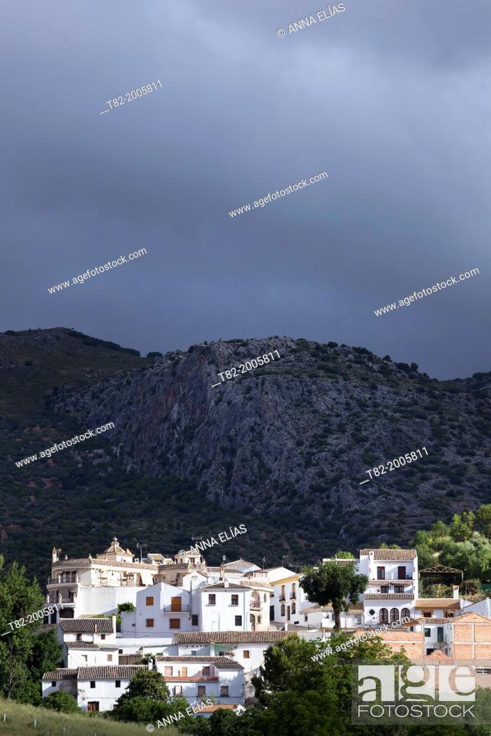 Stock Photo: Landscape of mountains and white Andalusian village, Zagrilla, Cordoba, Andalucia, Spain, Europe.