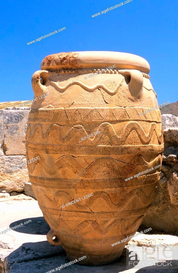 Stock Photo: Greece - Crete - Knossos - Minoens Site - Amphoras.