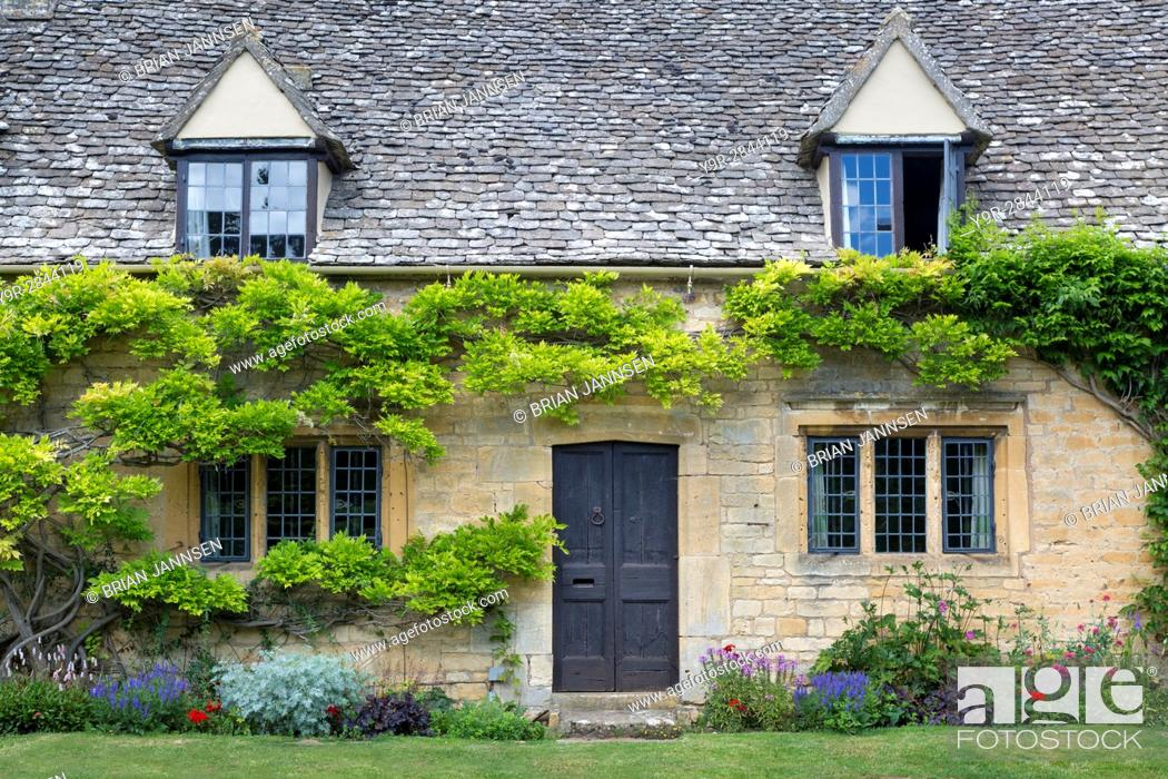 Stock Photo: Cottage in Chipping-Campden, the Cotswolds, Gloucestershire, England.