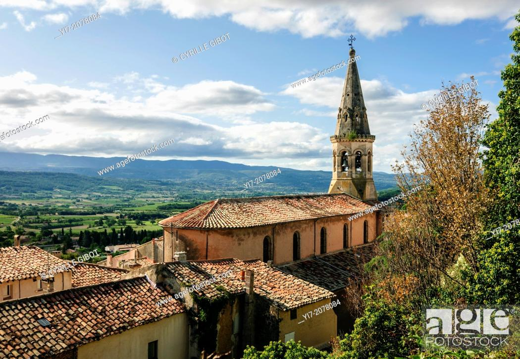 Stock Photo: Village and views over the Luberon mountains, St Saturnin les Apt, Luberon, France.