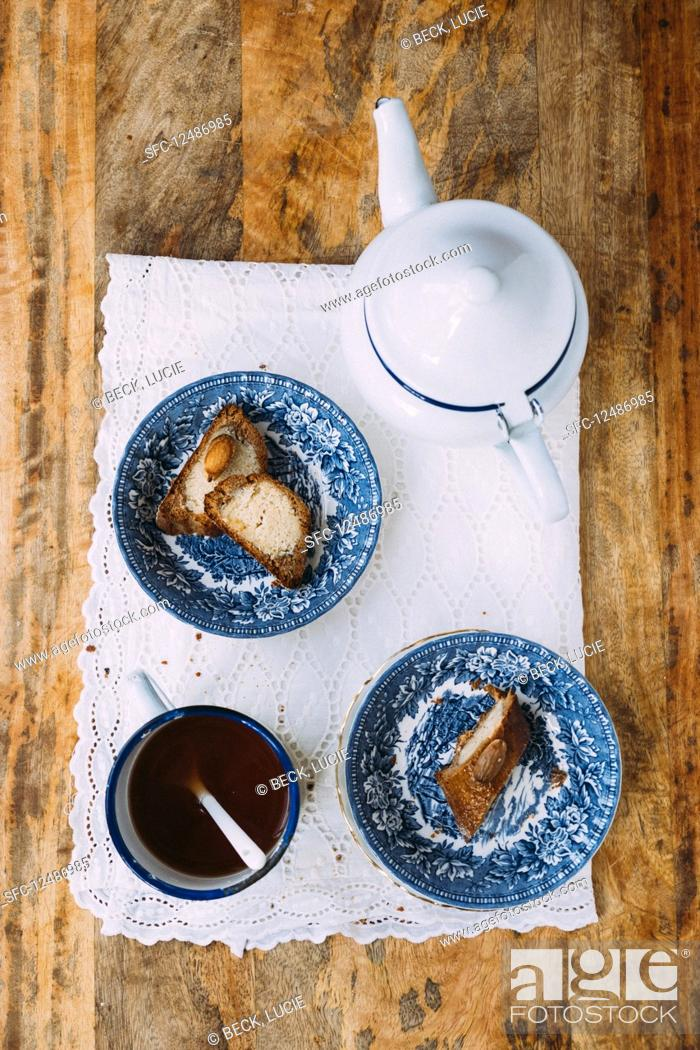 Photo de stock: Speculoos biscuits and tea.