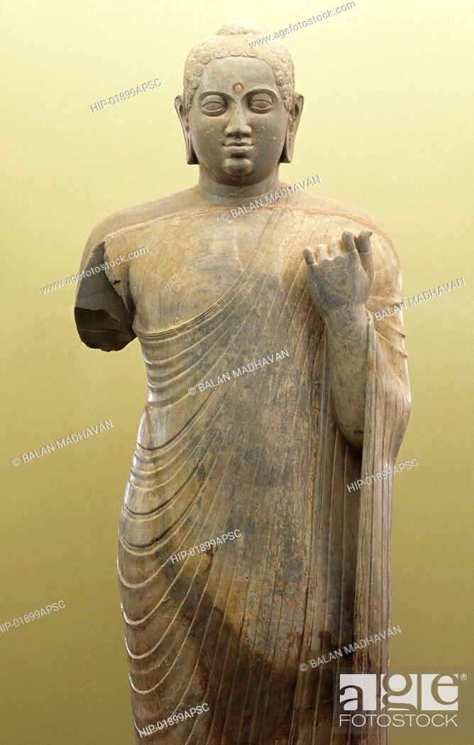 Imagen: STANDING BUDDHA IN NAGARJUNAKONDA MUSEUM, ANDHRA PRADESH, INDIA.
