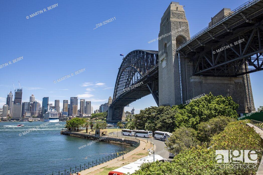 Stock Photo: Sydney skyline and view of Sydney harbour bridge.