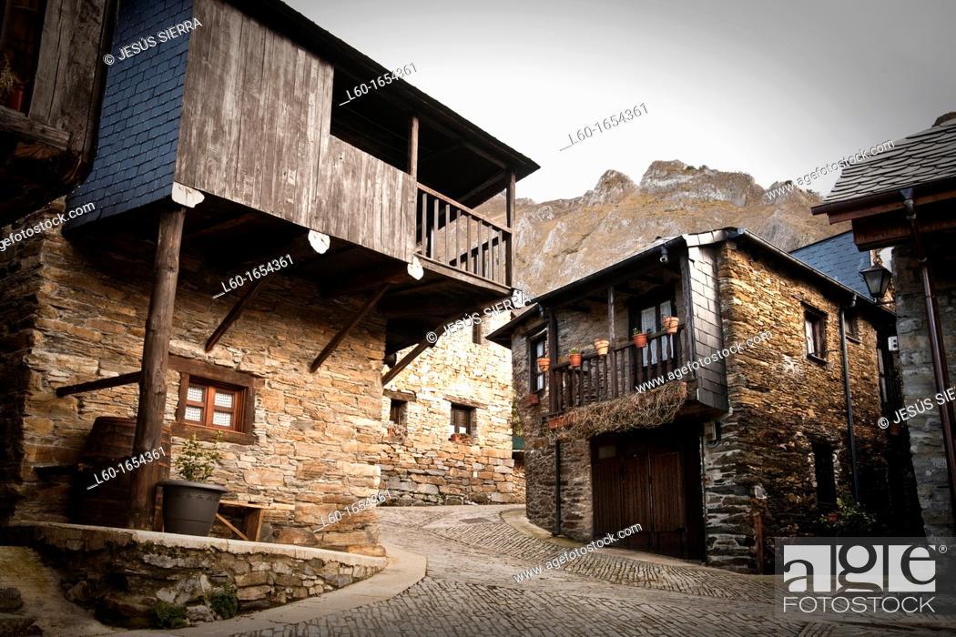 """Photo de stock: Houses in Peñalba de Santiago, """"Valle del Silencio"""", El Bierzo, Castilla and León, Spain."""