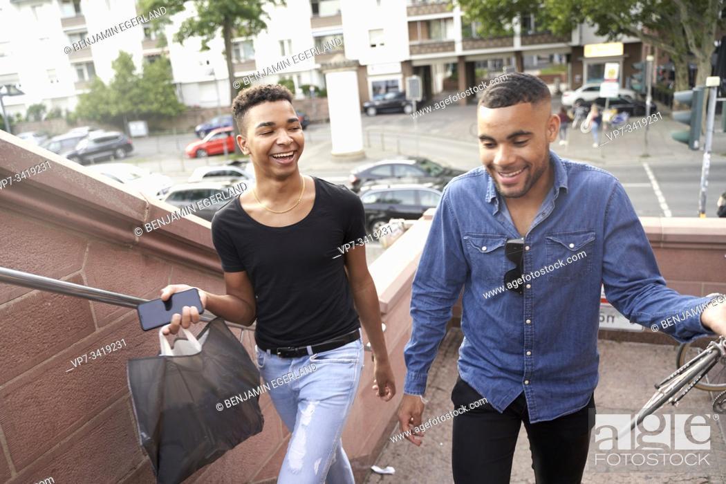 Imagen: Gay couple. Frankfrut am Main, Germany.
