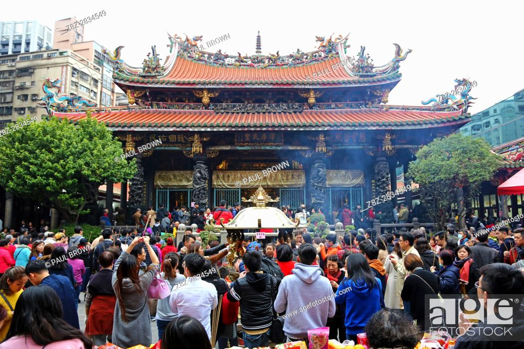 Stock Photo: Crowds at the Longshan Buddhist Temple at Chinese New Year in Taipei, Taiwan.