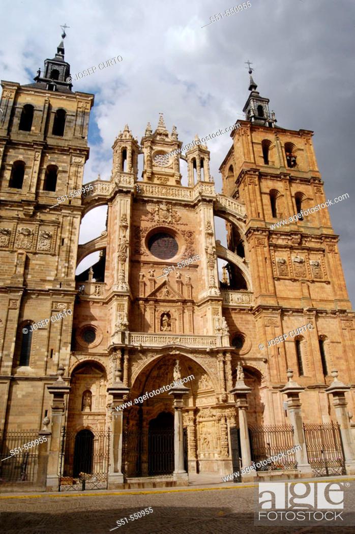 Stock Photo: Gothic cathedral of Santa María (S. XV-XVI), Astorga, Camino de Santiago, León province, Castilla y León, Spain.
