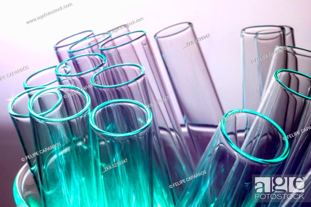 Imagen: Test tubes in a laboratory, conceptual image.