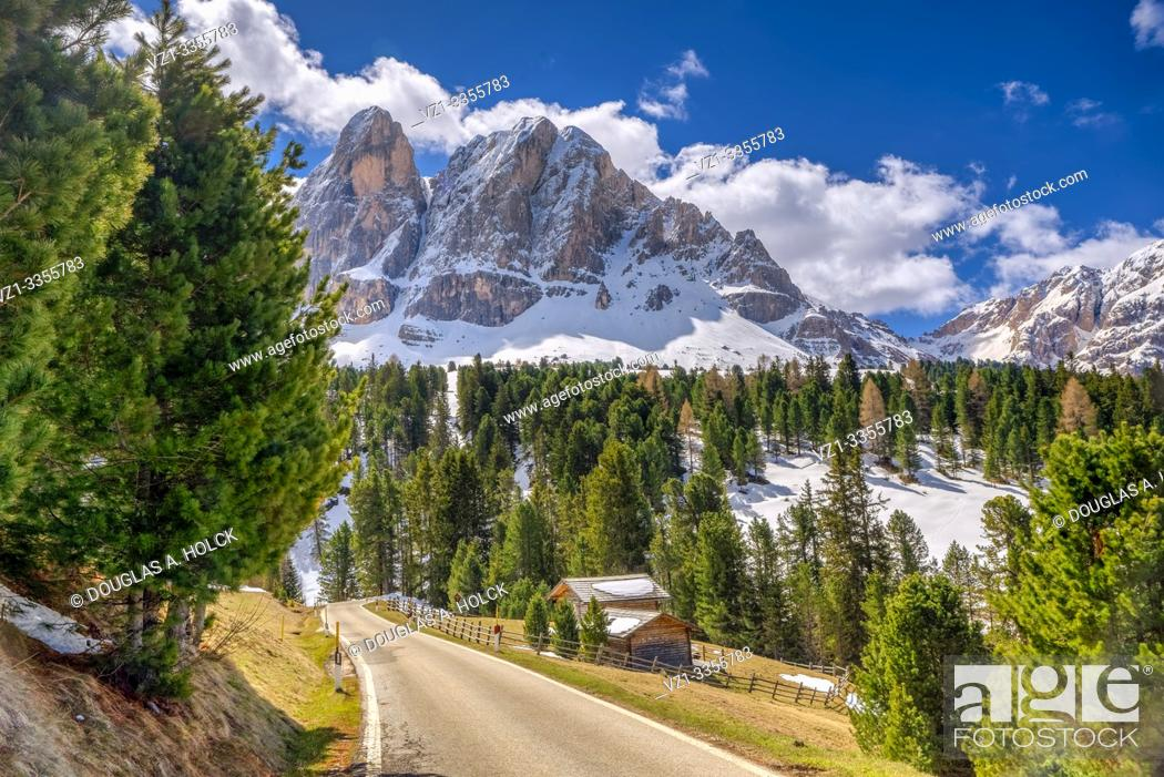 Imagen: Beautiful Day in the Dolomites South Tirol Italy World Location.